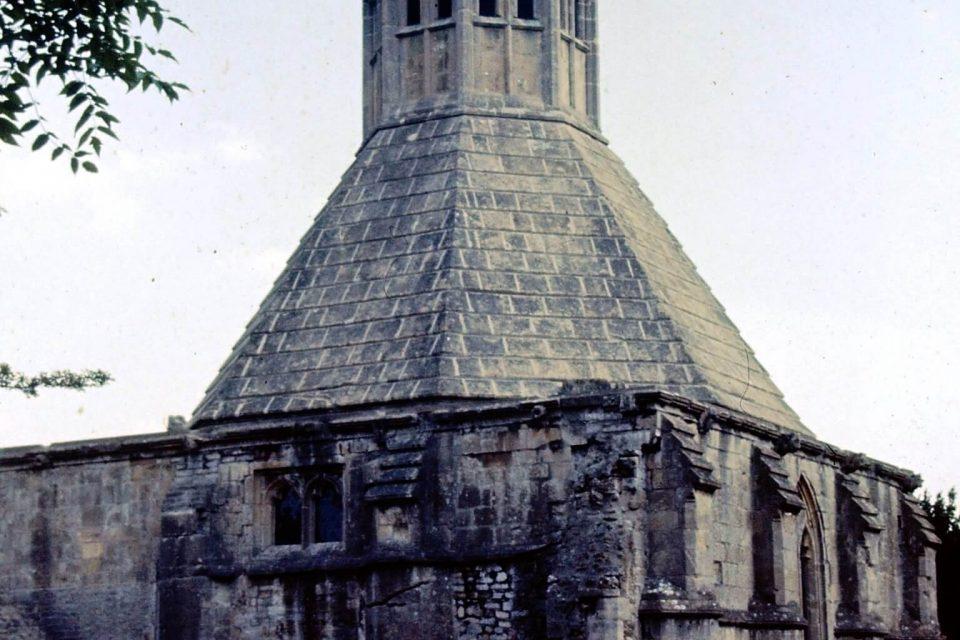 Somerset - Somerset-Aug-1976-04-Glastonbury-Abbots-Kitchen.jpg