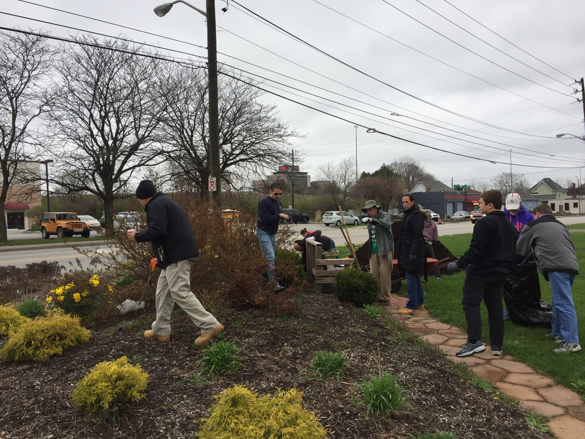 old southside 2017 great indy cleanup welcome garden at meridian and Morris