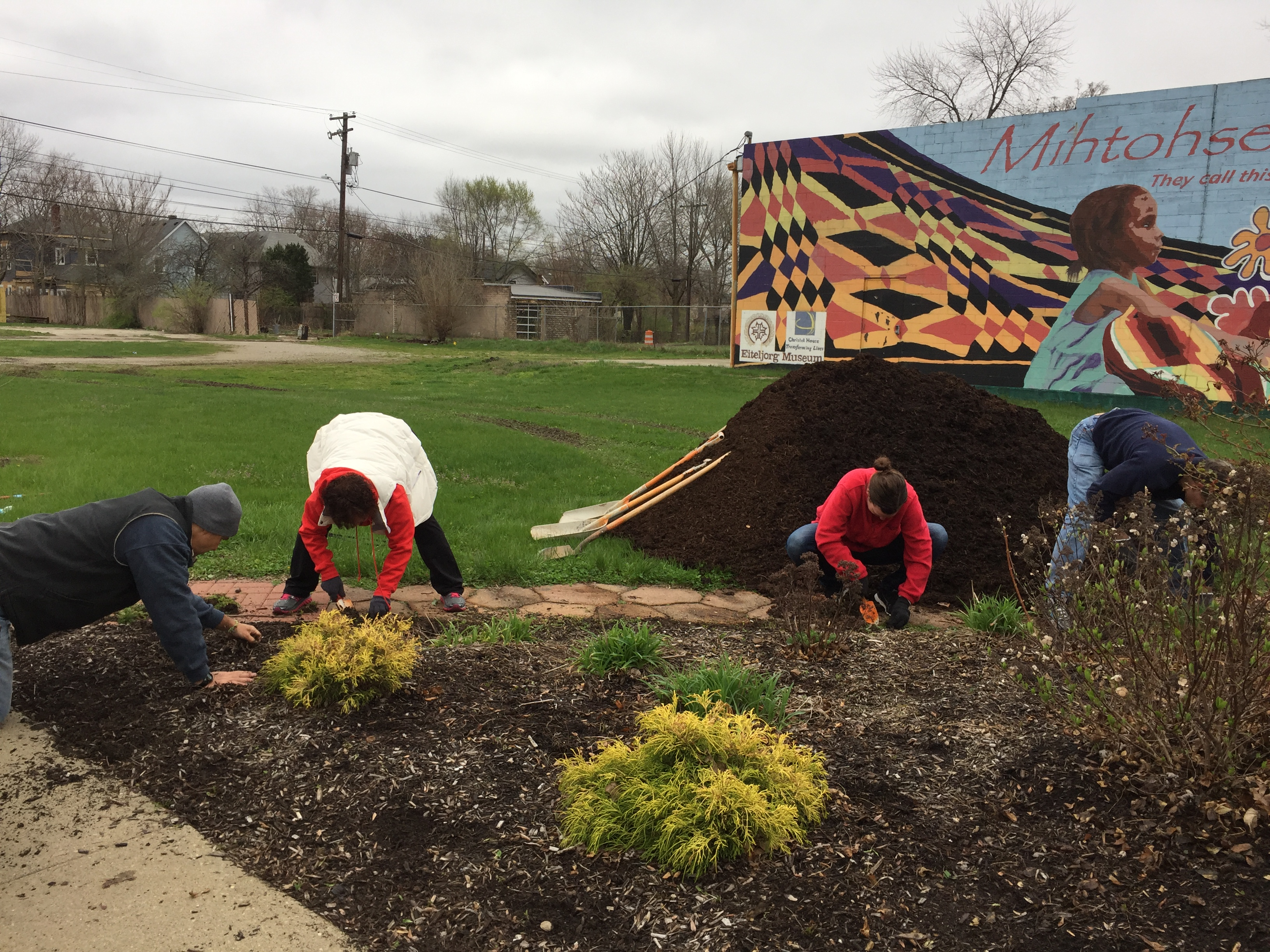 old southside 2017 great indy cleanup indiana railroad volunteers at welcome garden