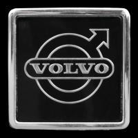 Logo Volvo auf Kühlergrill eines Volvo 740