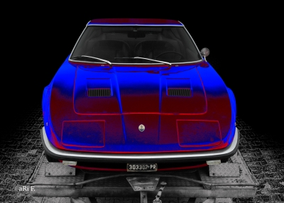 Maserati Indy in black & blue-red mix