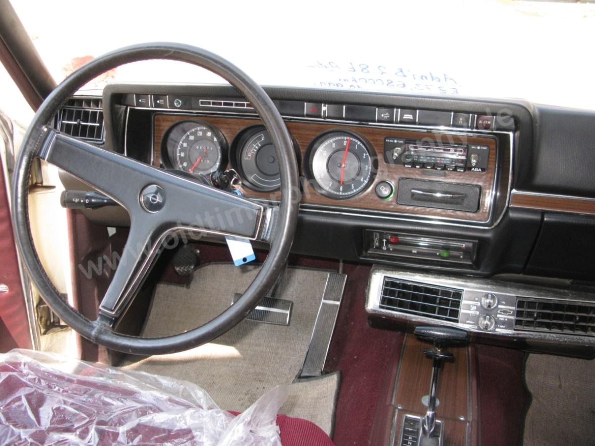 Opel Admiral B Armaturentafel Interieur vorn
