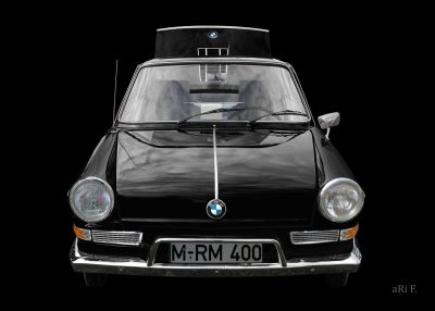 BMW 700 in black & black 01