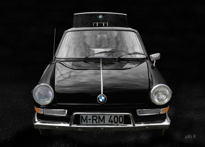 BMW 700 in black & black minimal