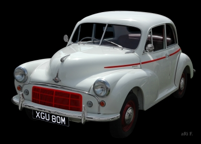 Morris Minor in black & white (Originalfarbe)