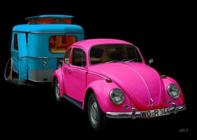 VW 1300 in black & pink mit Hymer Wohnwagen