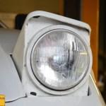 Maserati Merak SS Frontansicht mit aufgeklappten Scheinwerfer