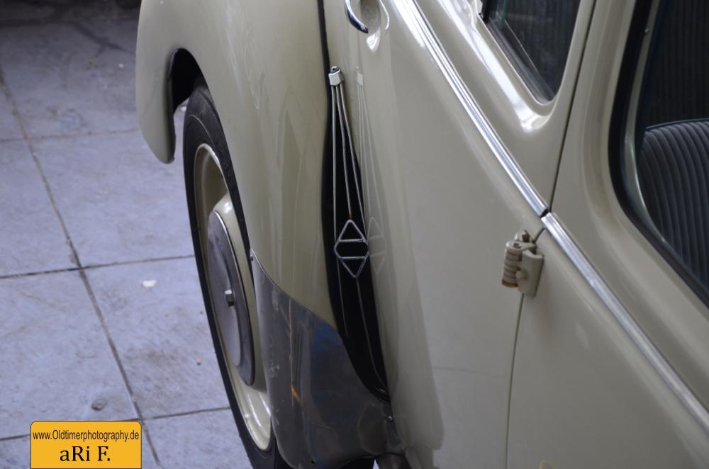 Renault 4CV Heckansicht Kotflügel