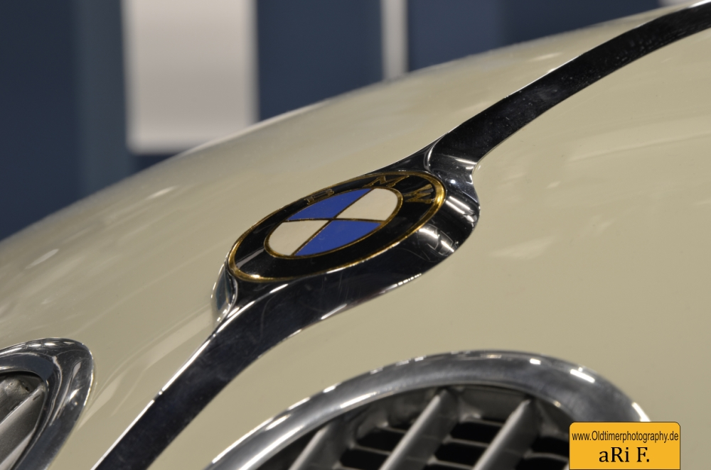 BMW 328 Le Mans mit BMW Logo auf Motorhaube