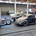 Chevrolet Master 2-door Coupe 1938 mit Phantasie-Harley