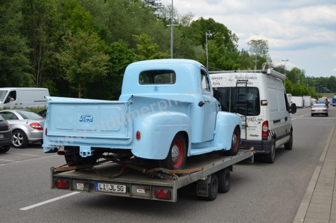 Ford Pickup bei der Einfahrt zur Klassikwelt Bodensee 2017