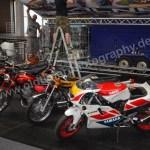 Klassikwelt Bodensee Motorräder Messestand noch beim Aufbau