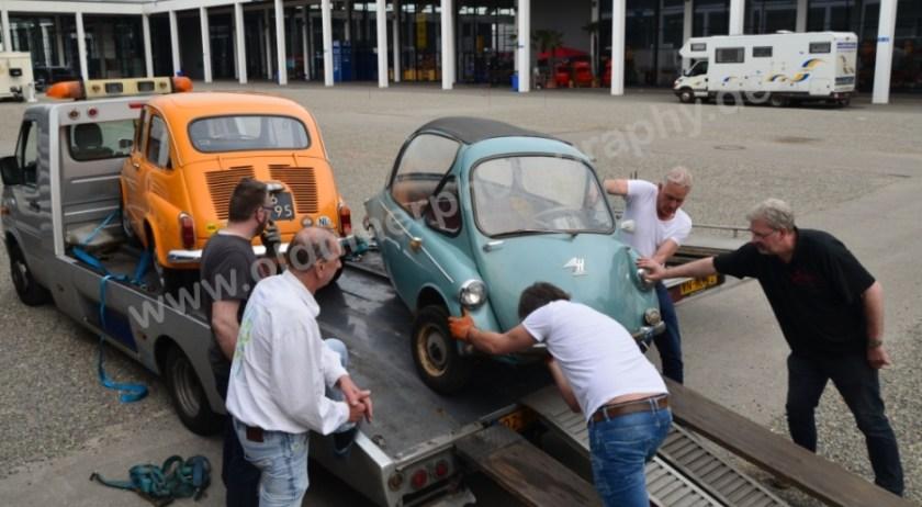 Heinkel Kabine Typ 150 (1956–1957) beim Abladen in die Messehalle
