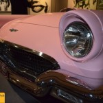 Ford Thunderbird 1955-1957 in Pink zur Ausstellung PopArt & Cars im Museum Art & Cars in Singen