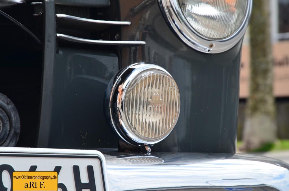 Mercedes-Benz 190 Db Ponton W 121 mit Nebelscheinwerfer unten