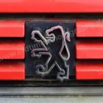 Peugeot 205 GRD mit Logo Peugeot auf schnödem Kunststoff gegossen
