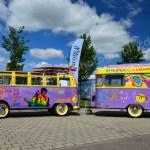 VW Bus T1 Samba mit Wohnwagen lackiert im Hippie-Look Hymer Museumsfest 2017