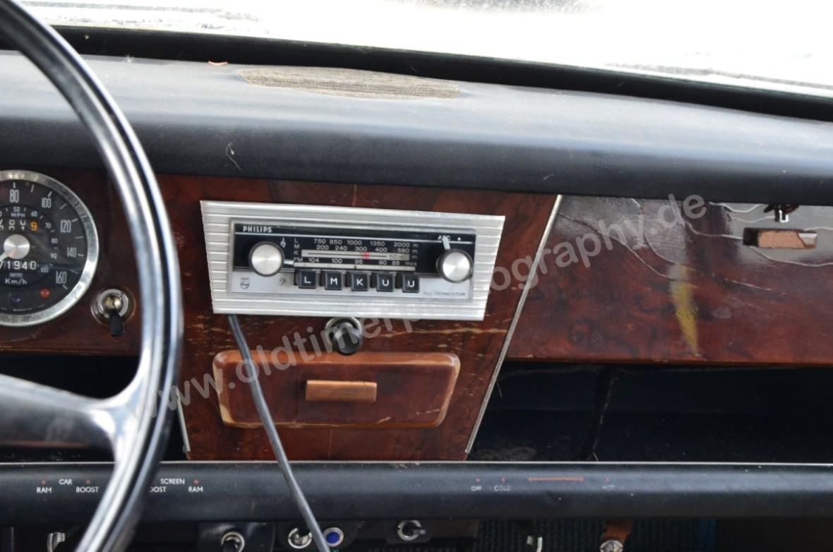 Wolseley 18/85 mit beidseitig abgeschrägtem Philips Radio