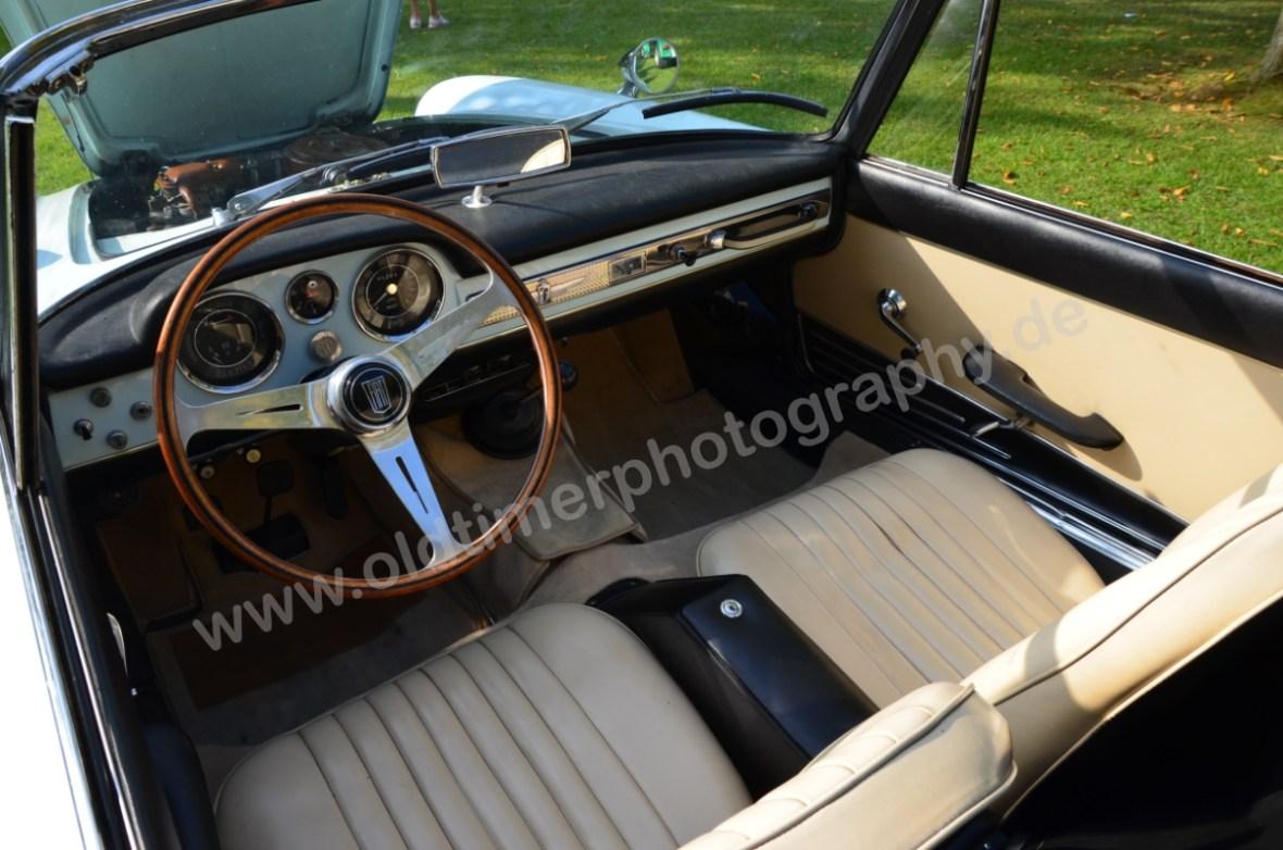 Fiat 1500 Spider Interieur mit Mittelschaltung