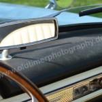 Fiat 1500 Spider mit Rückspiegel auf Armaturentafel montiert