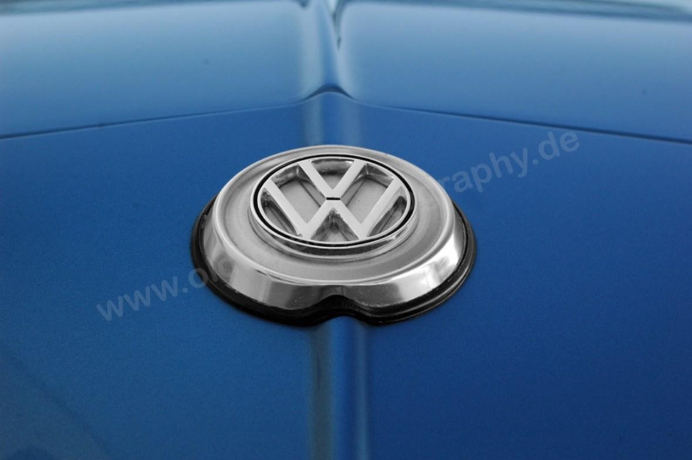Logo VW auf Karmann Ghia Fronthaube