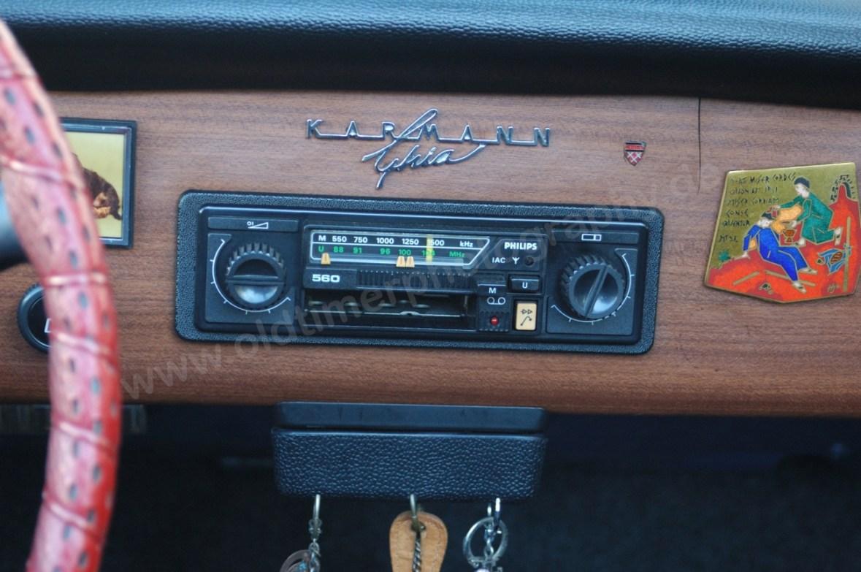 VW Karmann Ghia mit Schriftzug auf der Panele