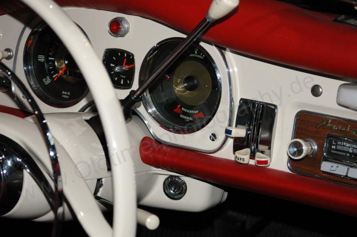 Auto Union 1000 Sp mit Instrumentenanzeige für Geschwindigkeit und Wassertemperatur, rechts Belüftunsregler