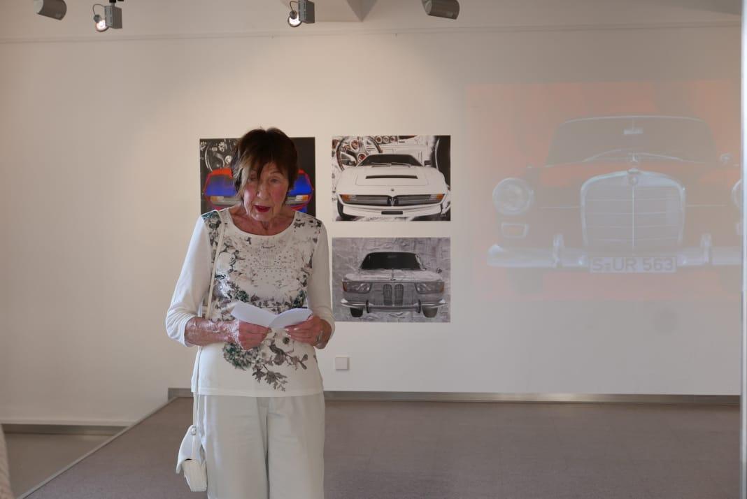 Erika Lohner während der Vernissage und einer weiteren zusätzlichen kurzen Einführung zu meiner Vernissage.