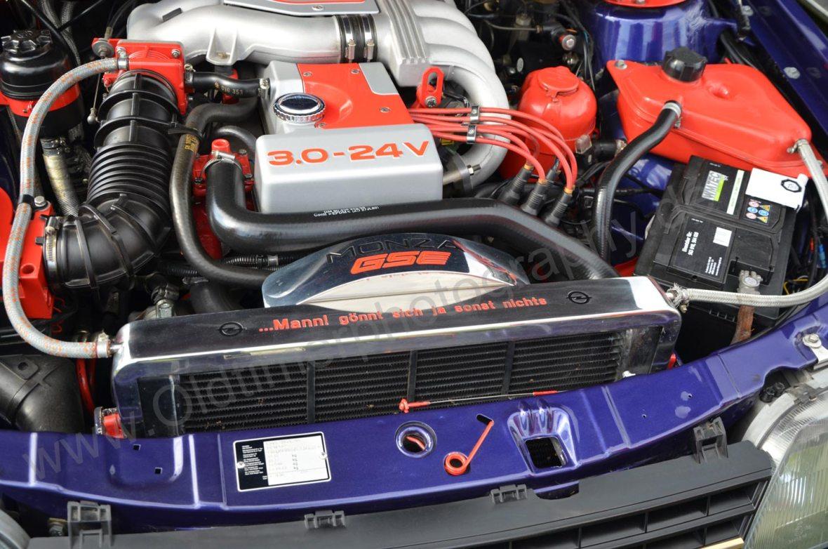 Motor vom Opel Senator mit 3-Liter 24V und 204 PS (150 kW) Motorcode C30SE