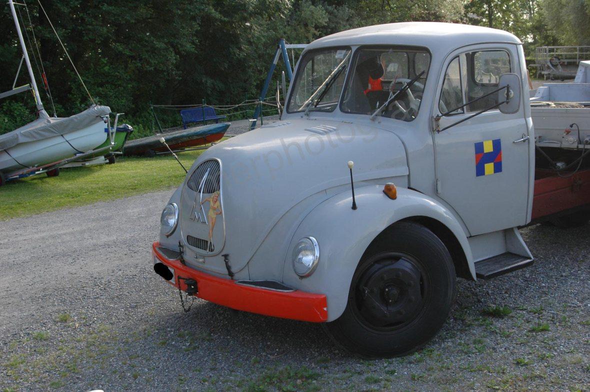 Sirius D7L Rundhauber mit Führerkabine und Peilstab auf dem Kotflügel