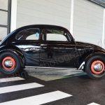 VW Käfer mit Brezel-Fenster in schwarz