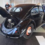VW Käfer mit geöffneter Motorhaube hinten