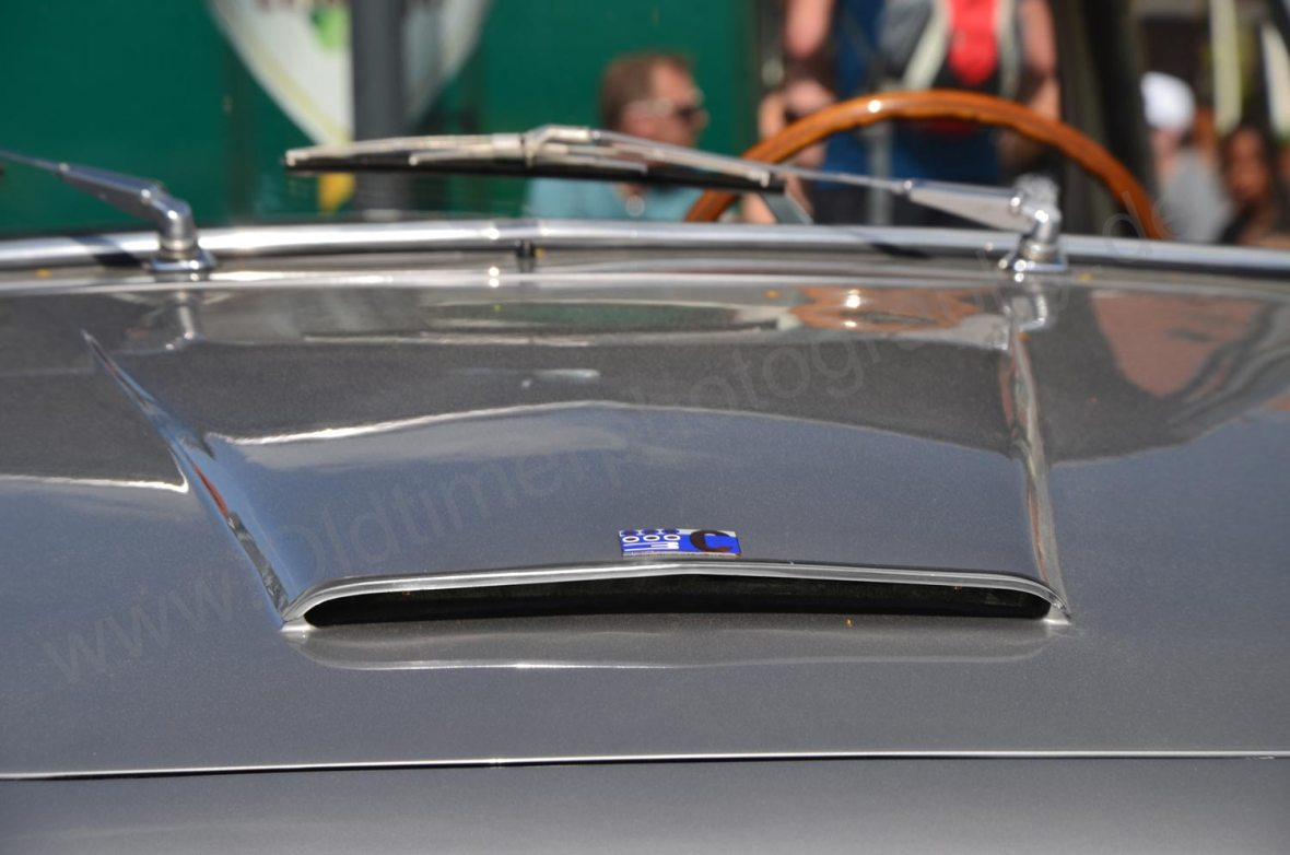 Lancia Flaminia Lufthutze auf Motorhaube