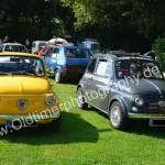 Fiat 500 Parade beim Oldtimertreffenin Wolfegg, der gelbe links ist an ein Abarth-Früchtchen