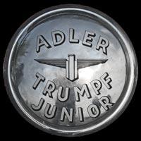 Logo Adler Trumpf Junior Cabriolimousine 1934-1941 auf Radkappe