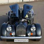 Morgan Plus 8 mit geöffneter Motorhaube top view
