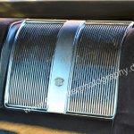 Speziell geformtes Aluminumblech in Mitte der Rückbank eines Cadillac DeVille von 1970