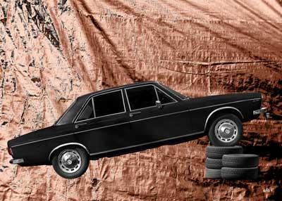 Audi 100 C1 in pure brown silver foil