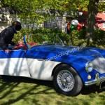 Austin-Healey 100 in blau-weiß Lackierung