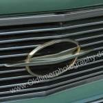 Opel Rekord P2 Kühlergrill mit goldfarbenem Opel Logo