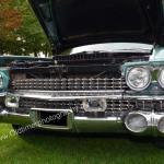 1959 Cadillac Serie 62 mit geöffneter Motorhaube