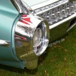 1959 Cadillac Serie 62 mit großen ovalen Rücklichtern im Stoßfänger