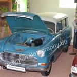 Opel Olympia Rekord Caravan mit geöffneter Motorhaube
