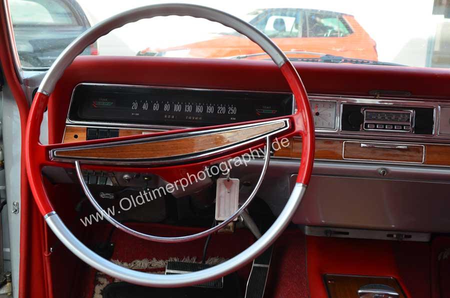 Opel Diplomat A V8 Coupé Interieur mit 2-farbigem Lenkrad in rot und silber