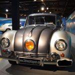 Tatra 87 Frontansicht mit großem Mittelscheinwerfer der beim Vorgängermodell T77 zu sehen war