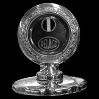 Logo Delage auf Motometer