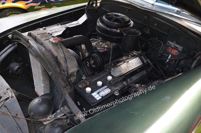 Chrysler Imperial mit Chrysler FirePower 331 und 180 PS und V8 Motor mit 5426 cm³