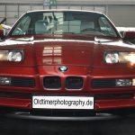 BMW 850i Frontansicht mit aufgeklappten Scheinwerfern
