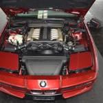 BMW 850i Motorraum mit geschlossenen Klappscheinwerfern
