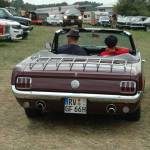 Ford Mustang Convertible 1 bei der Einfahrt zum Junkers Day in Aulendorf